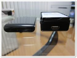 純正より厚さはかなりある。USBコネクタは使い道が・・・
